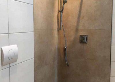 Bad mit Dusche-104510