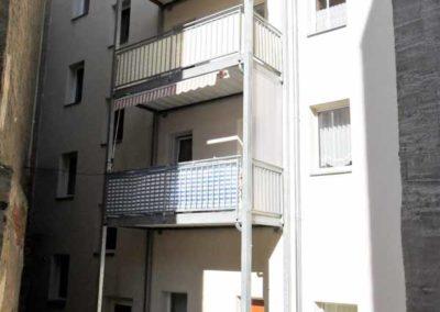 Rückansicht mit Balkon-503107