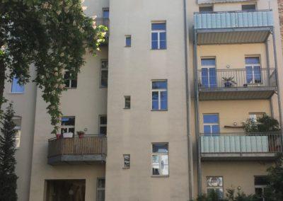 1042 Rückseite mit Balkon